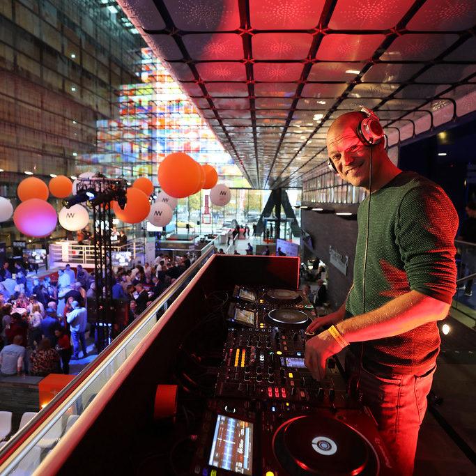 Kono Vidovic | DJ | Radio maker | Podcaster | Curator | Selecter