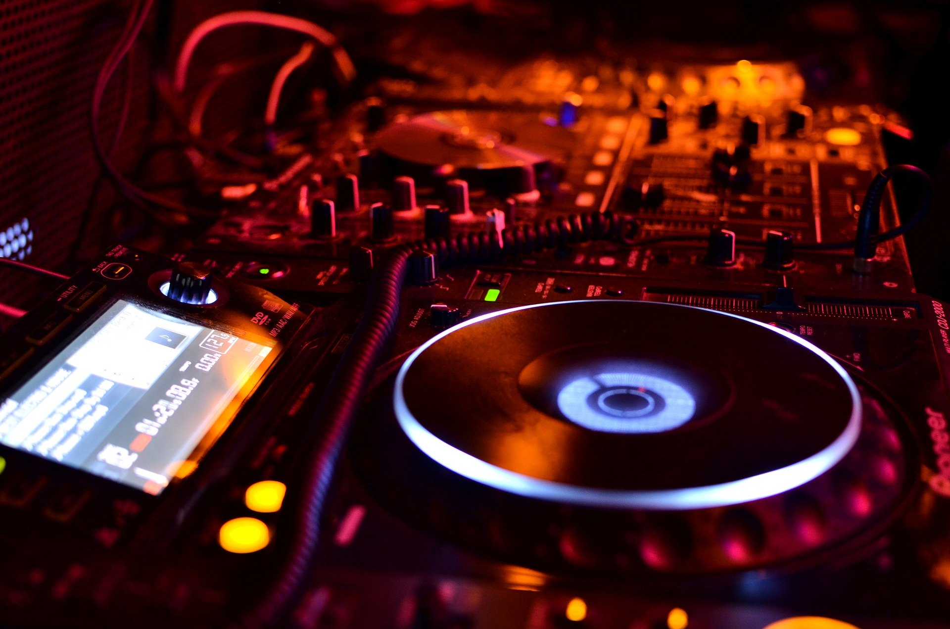 hire a professional dj for your event